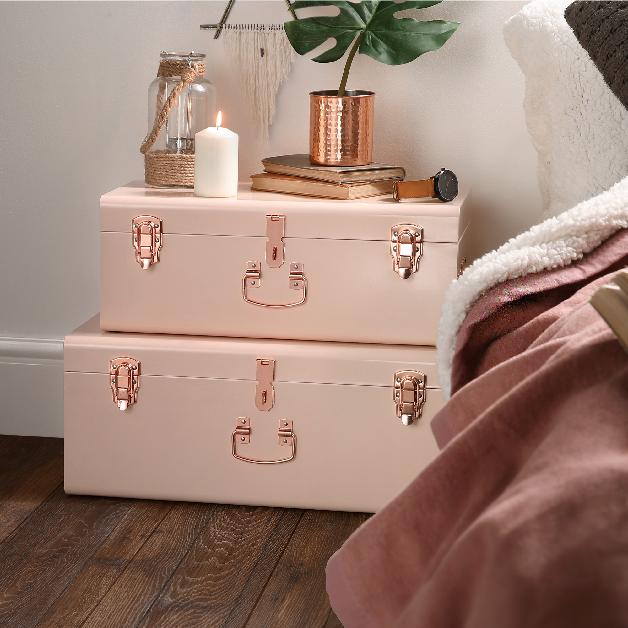 and gold of redack small home in white nice decoration full image decor andd size ideas bathroom black pouf marble pinterest ideasblack for chair bedroom pink apartment exceptional