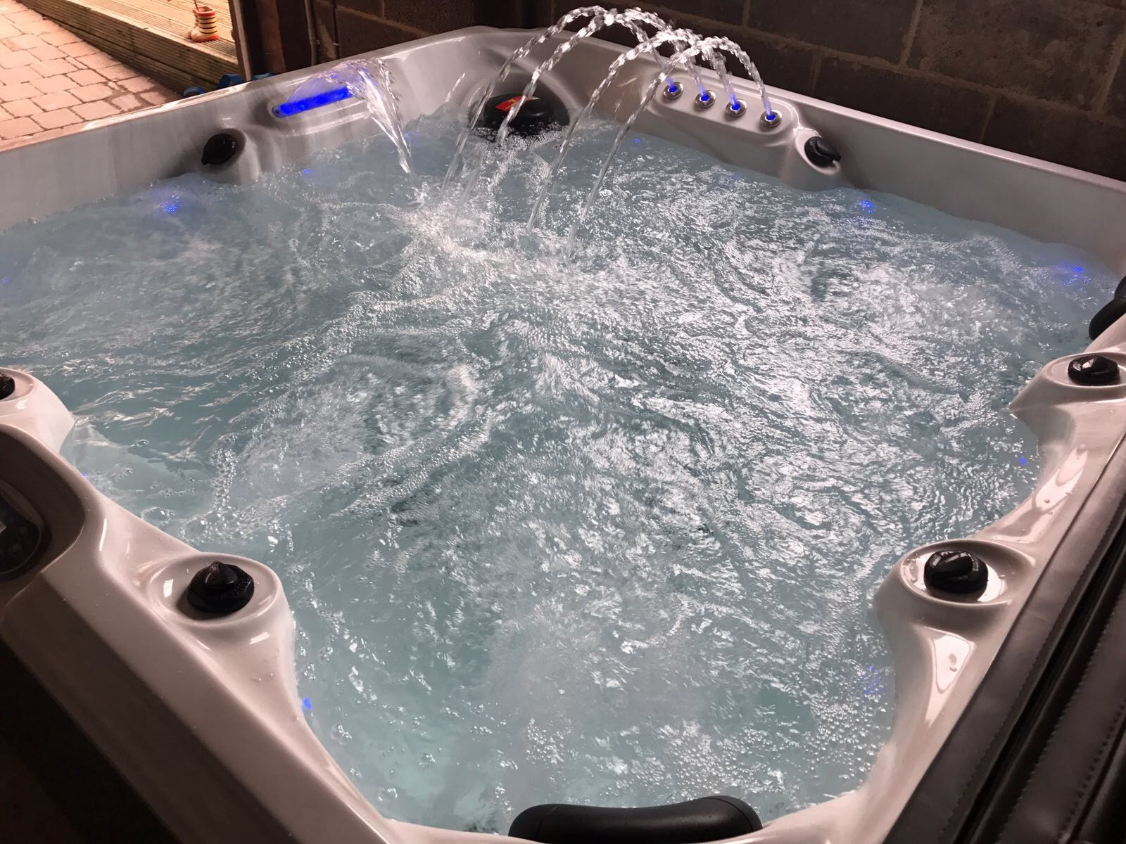 Brand New Hunter Ii Hot Tub Spa With Bluetooth Speakers Usa Balboa Regulations For Wiring Up A 2018 Design Control